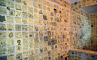 Post-it-note-wall-cover-art-tiles